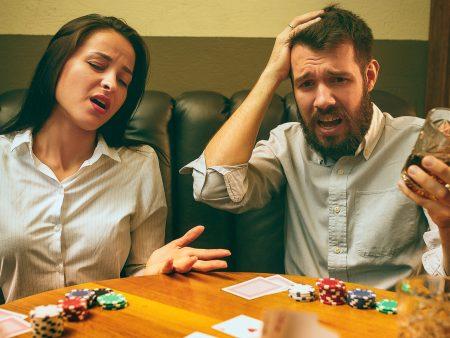 Online Poker VS Live Poker Game